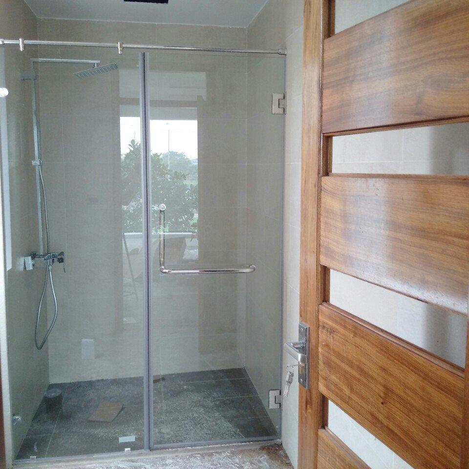 Phòng tắm kính 12
