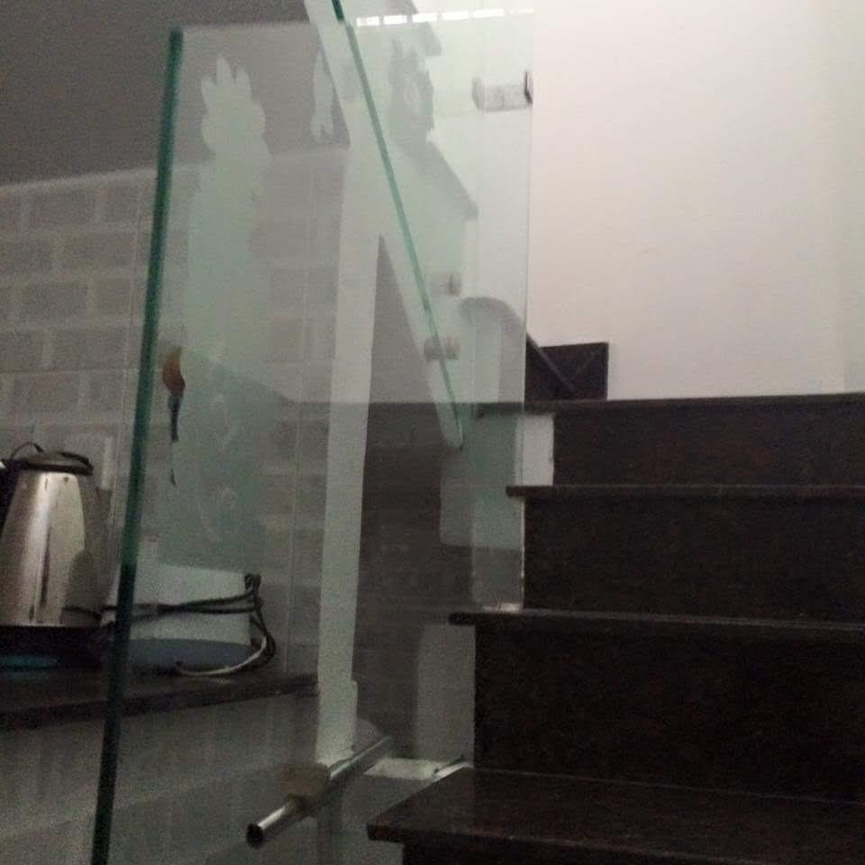 Cầu thang kính 11