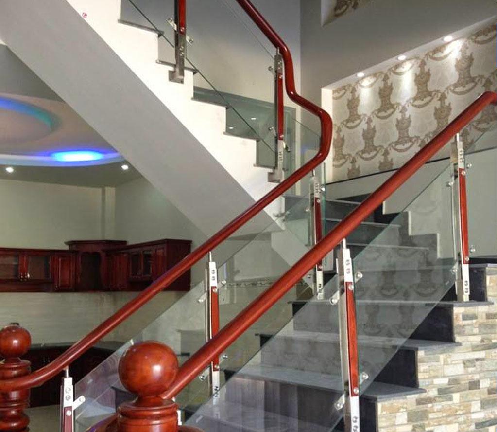 Cầu thang kính 10