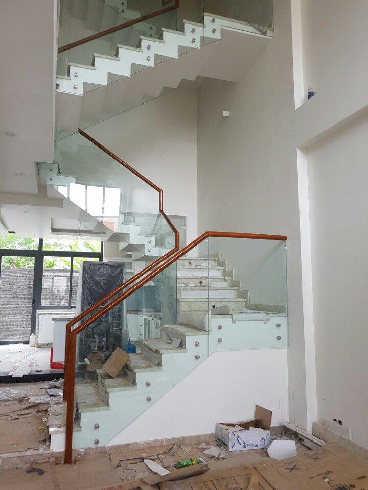 Cầu thang kính 12