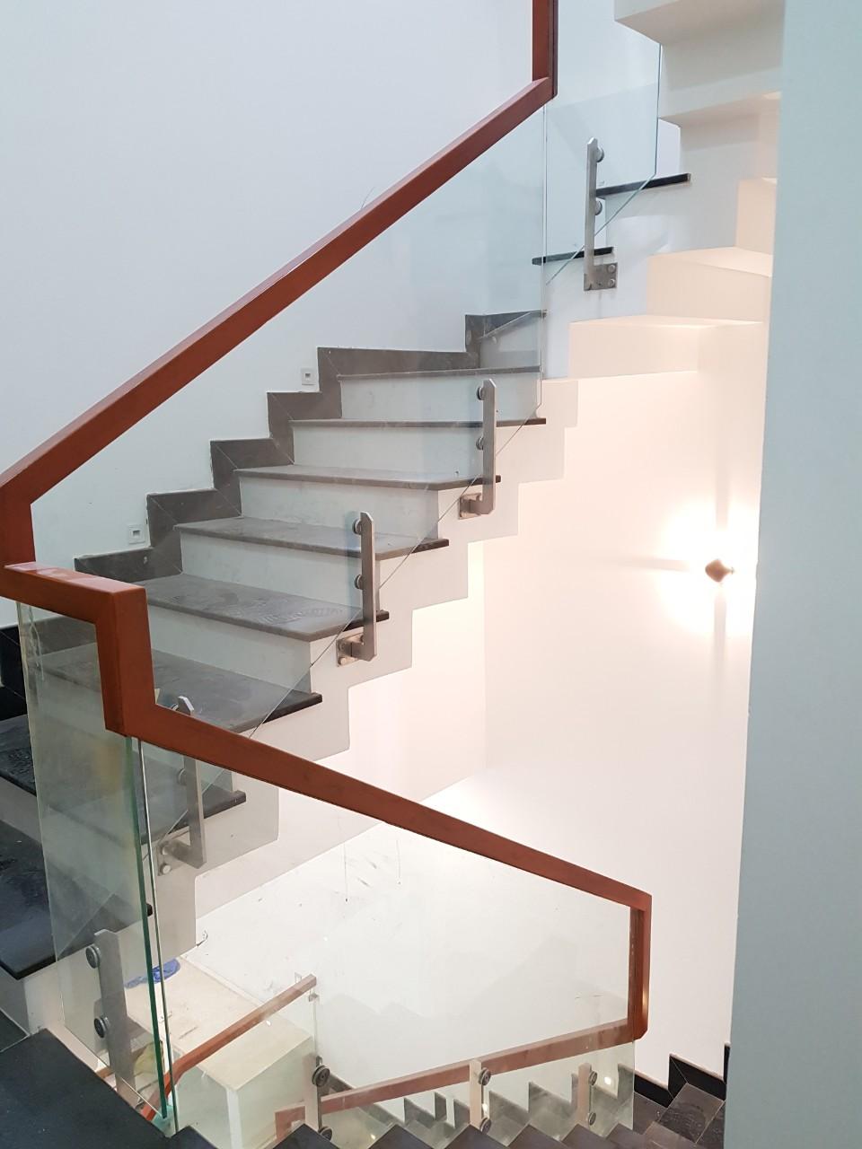 Cầu thang kính 05