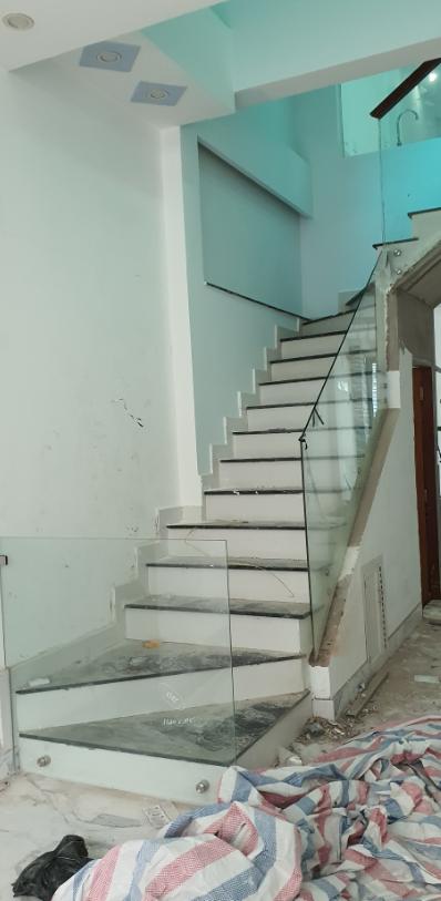 Cầu thang kính 02